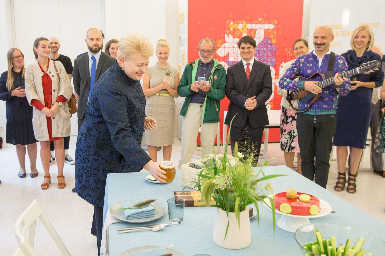 Prezidentė kviečia emigrantus sugrįžti Lietuvon