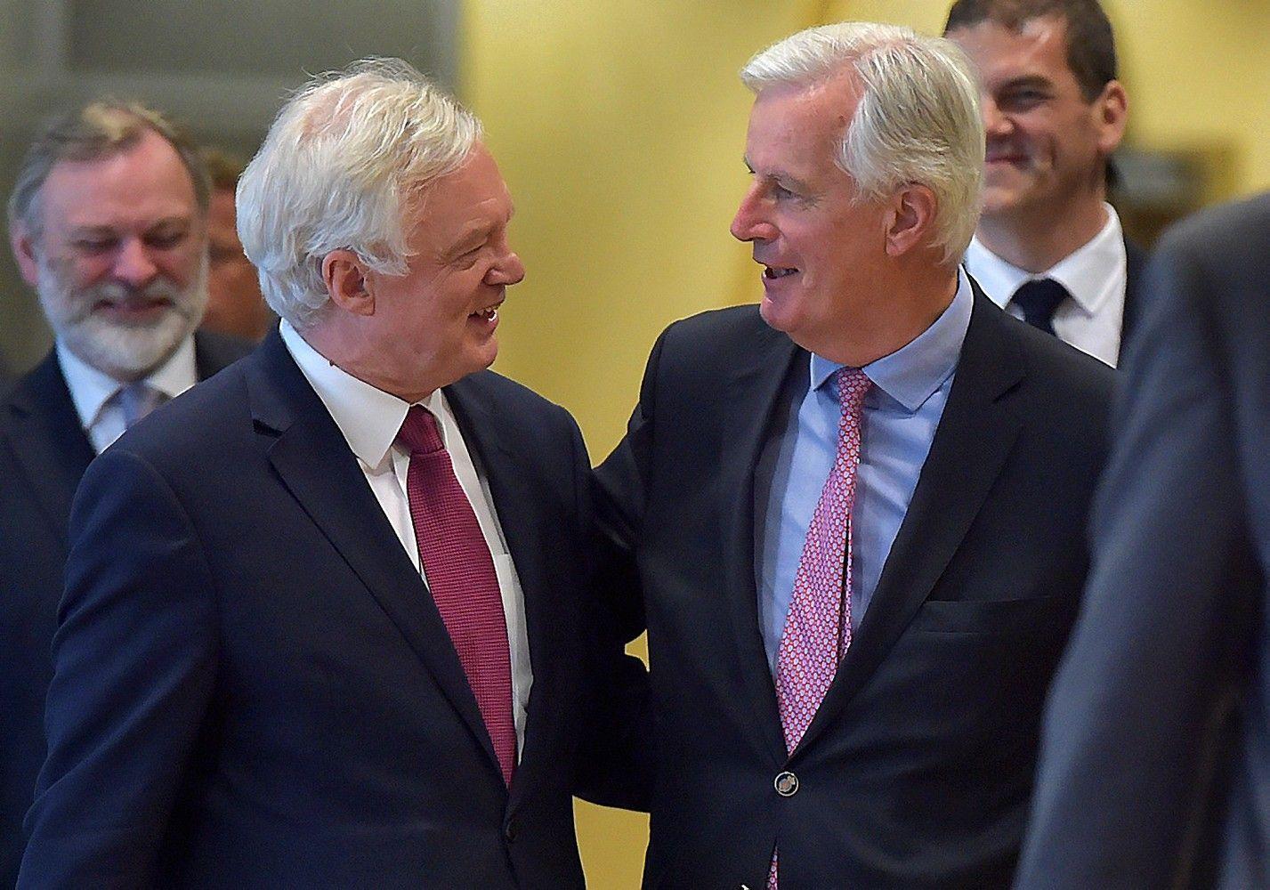 """JK pateikė daug atsakymų, tačiau """"Brexit"""" derybos vis dar netoli aklavietės"""