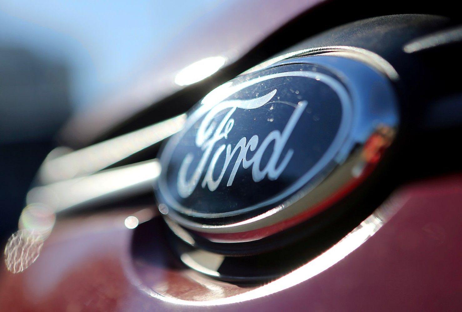 """""""Ford"""" sumokės britams už senus automobilius"""