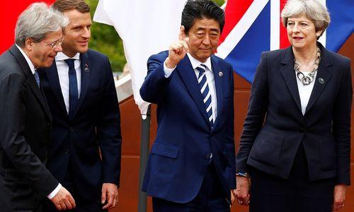 """Theresa May Japonijoje patikins dėl """"Brexit"""", sieks prekybos sutarties"""