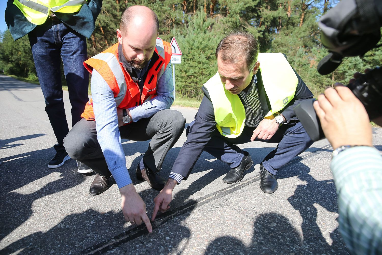 Pirmi kelių audito rezultatai: plonesnis ir asfaltas, ir skaldos sluoksnis