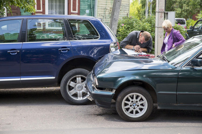 Lietuvos bankas konstatavo: automobilių draudimas pabrango 24%