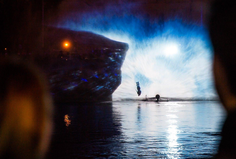 Sostinės dienų festivalis: trimatė projekcija ant iškelto Neries vandens