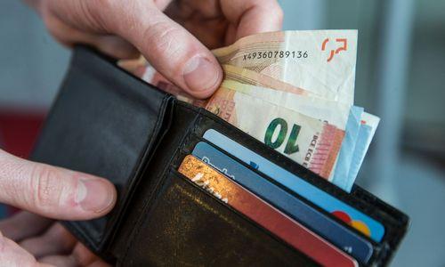 Vyriausybė siūlo MMA didinti iki 400 Eur