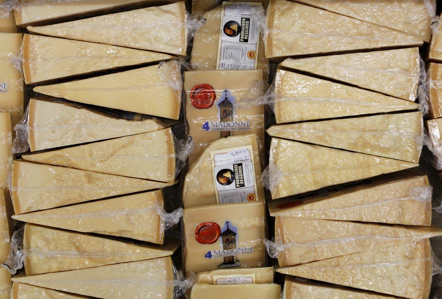ES netikėtai ėmėsi prekybos su JK temos – nori apsaugoti šampaną ir sūrius