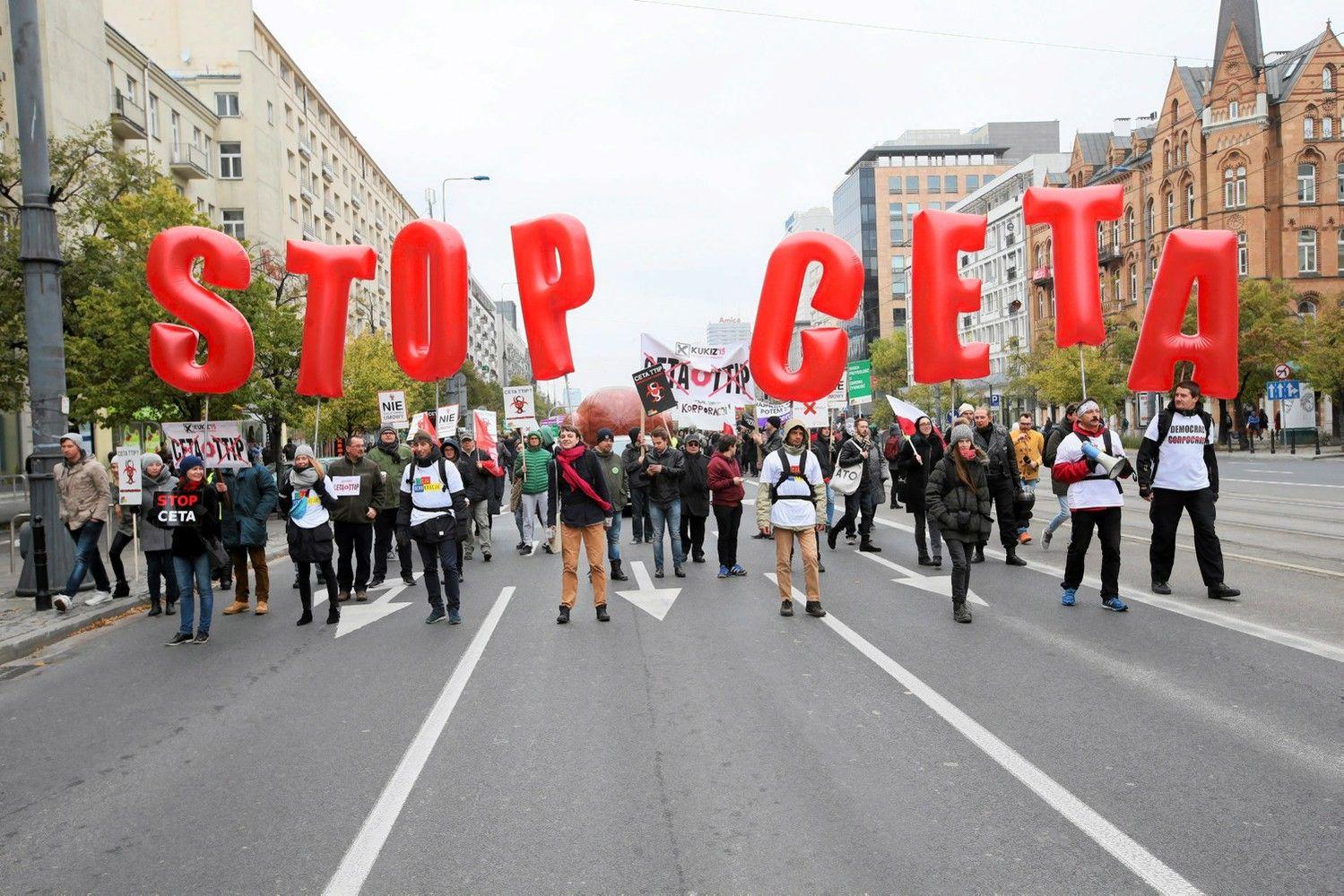 Lenkija grasina blokuoti ES-Kanados prekybos sutartį
