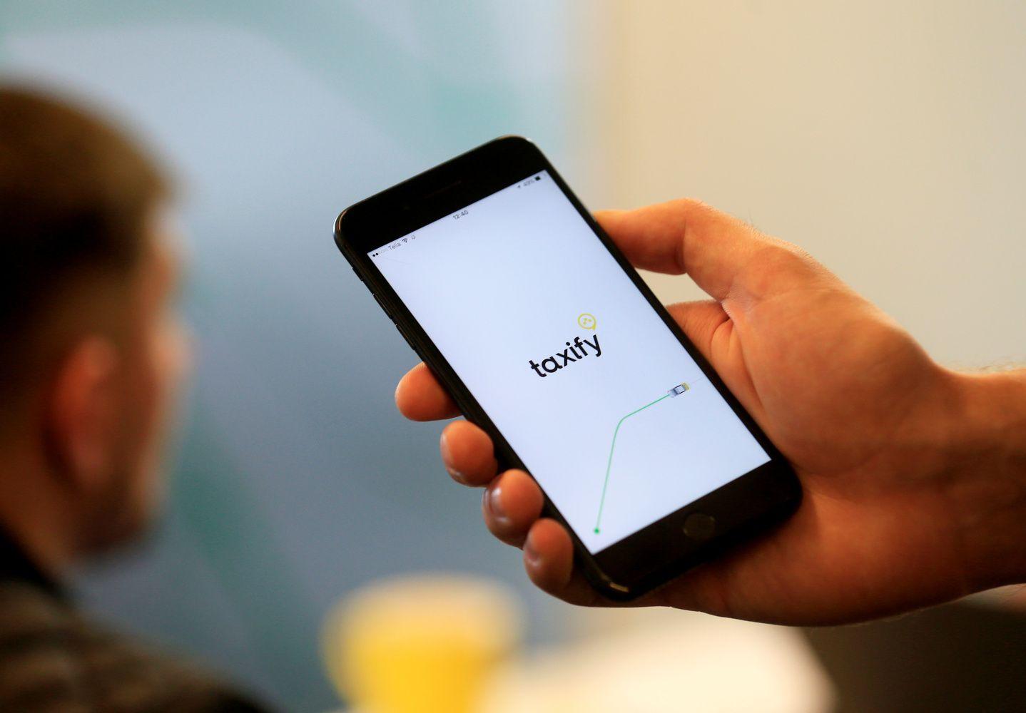 """""""Taxify"""" stabdo veiklą Londone vos po trijų dienų"""