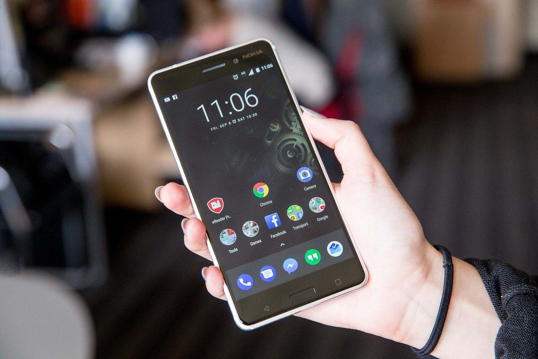 """Nuo flagmano prie vidutinės klasės: pirmos savaitės su """"Nokia 6"""""""