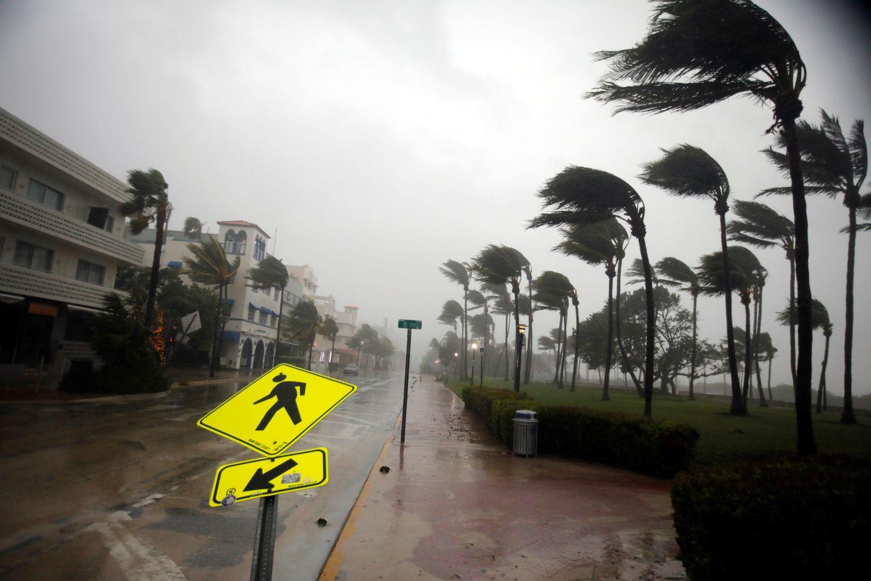 """Uraganas """"Irma"""" siaučia Floridoje"""