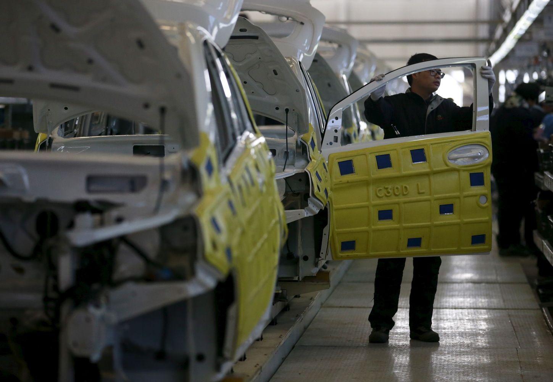 Kinijanori uždrausti benzinu ir dyzelinu varomus automobilius