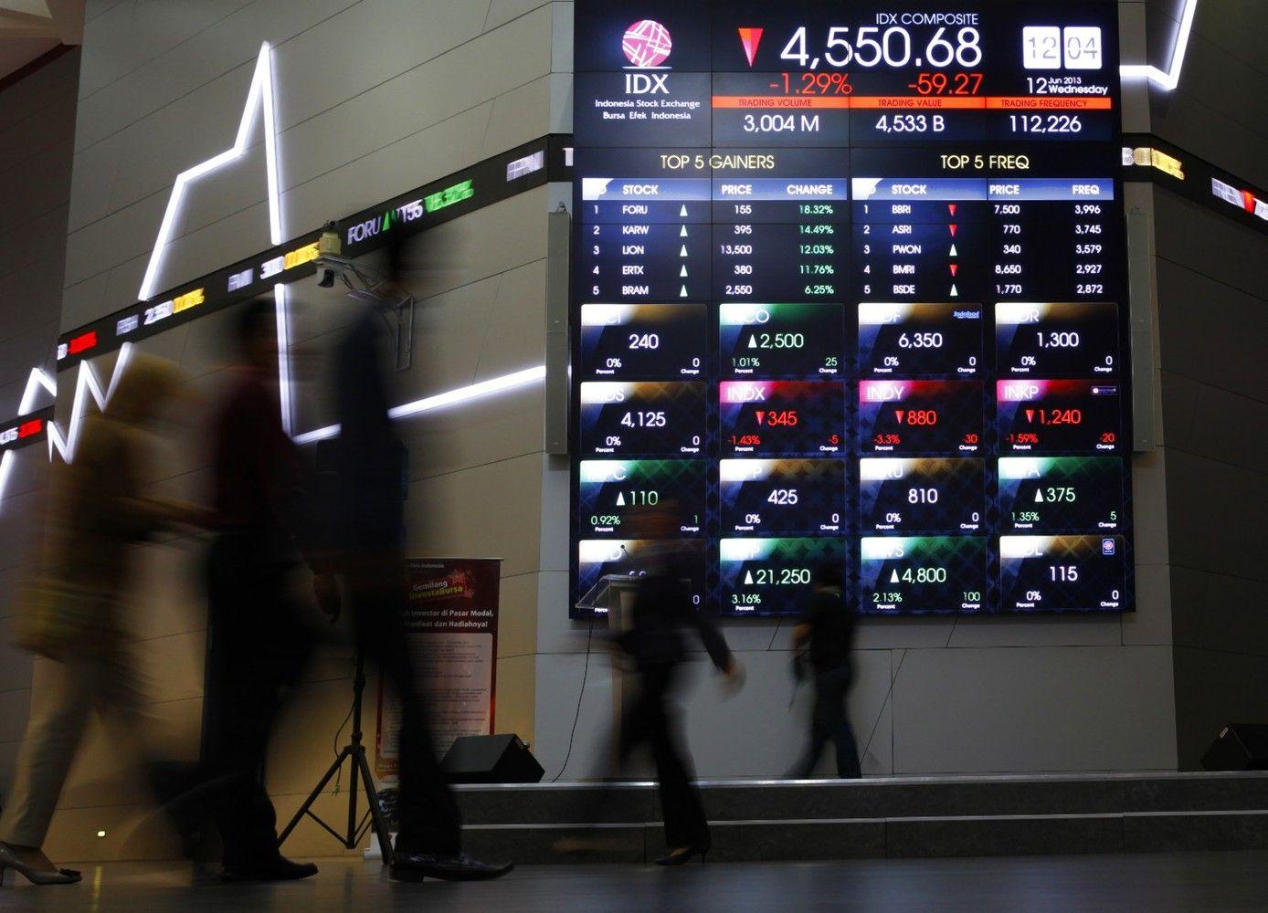 Stocks Rise, U.S. Dollar Rebounds as Irma Weakens: Markets Wrap
