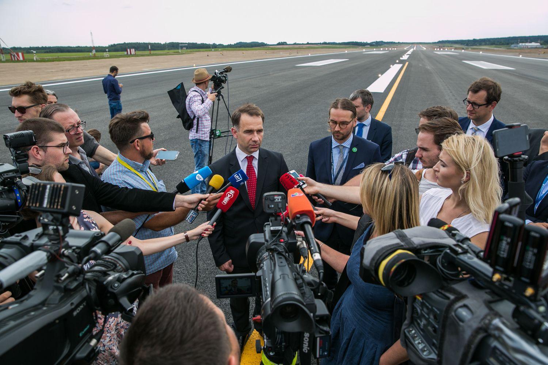 Politikai pripažįsta klydę, kai panikavo dėl oro uostų