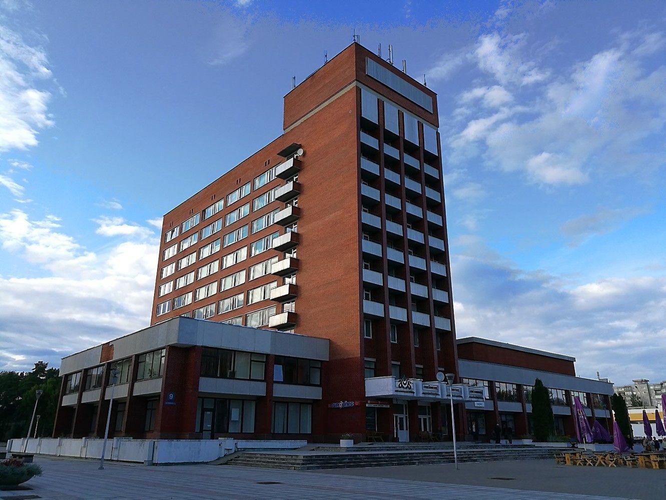 """""""Lidl"""" įsigijo viešbutį Visagine – jį griaus ir statys parduotuvę"""
