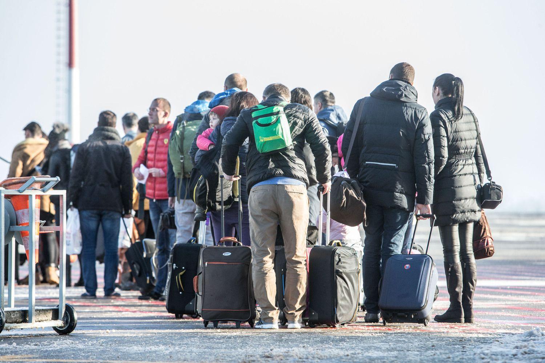Darbo rinka atsimušė į dugną – kokia alga gali sustabdyti emigraciją