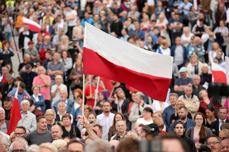 EK Lenkijaiišsiuntė paskutinį perspėjimą