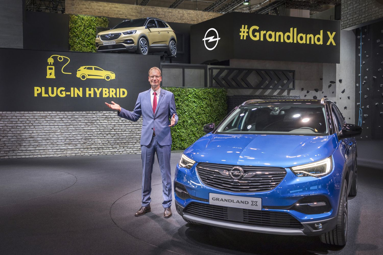 """""""Opel"""" gamins savo pirmą iš tinklo įkraunamą hibridą"""