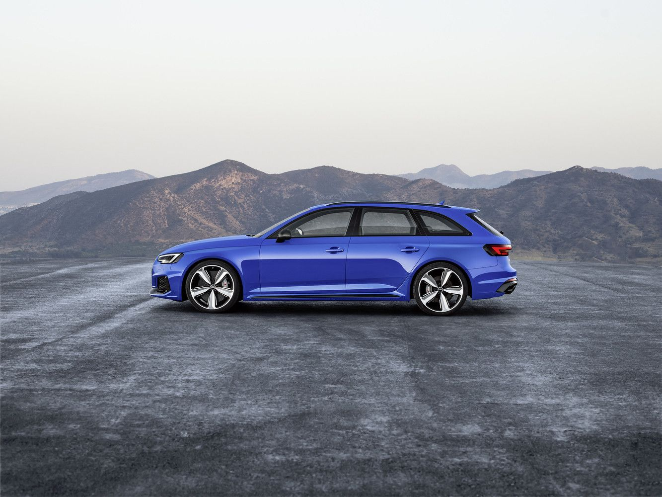 """""""Audi RS4 Avant"""" grįžta į rinką"""