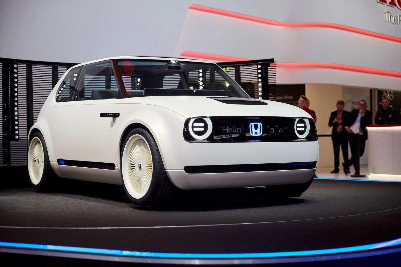 """""""Honda"""" elektros pavarą diegs visuose Europai skirtuose modeliuose"""