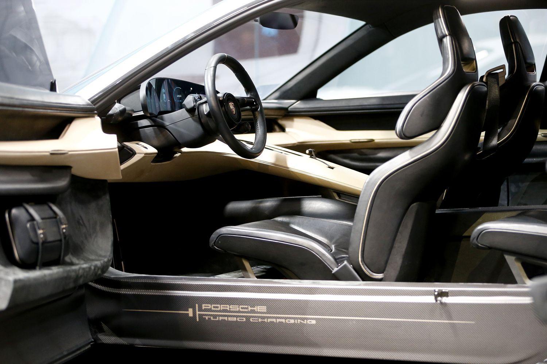 Automobilių gamintojai kuria ateitį nevairuosiantiems