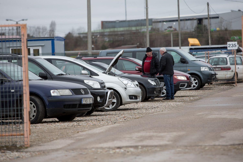 """Rugpjūtį į Lietuvą vežė naudotus """"Volkswagen"""", """"Audi"""" ir """"Opel"""""""