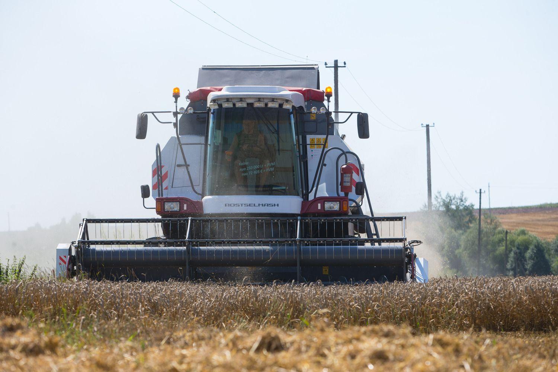 Ūkininkai investuoja į kombainus, laukiama rekordinių metų