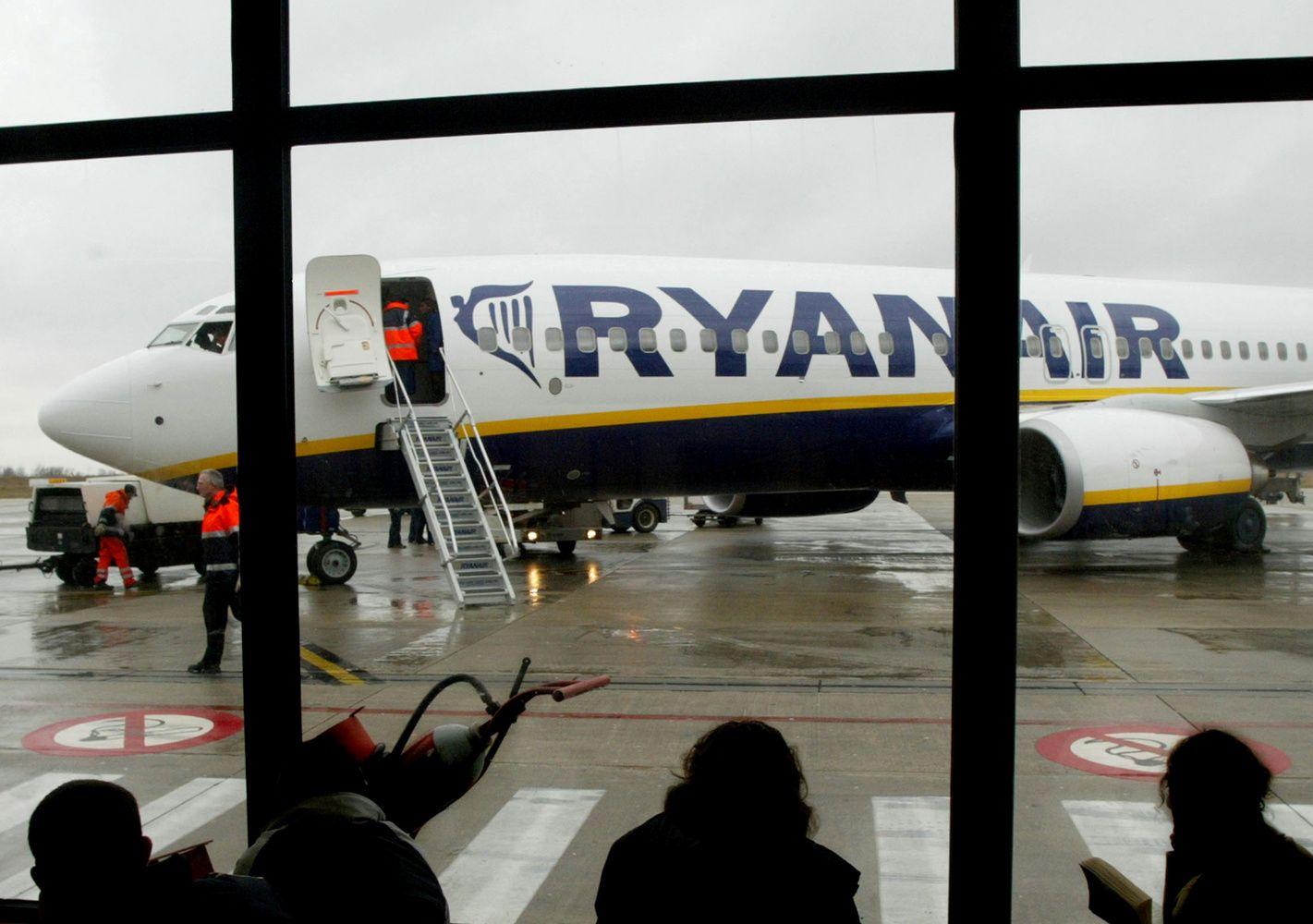 """""""Ryanair"""" atšaukia šimtus skrydžių"""
