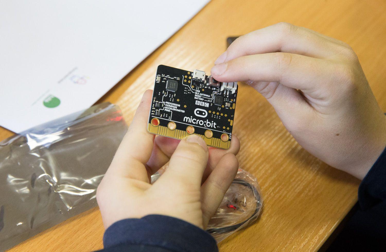 """Pirmieji """"Micro Bitai"""" išdalinti penktokams"""