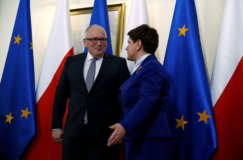 EK vicepirmininkas: investuotojai rimtai sunerimę dėl demokratijos Lenkijoje