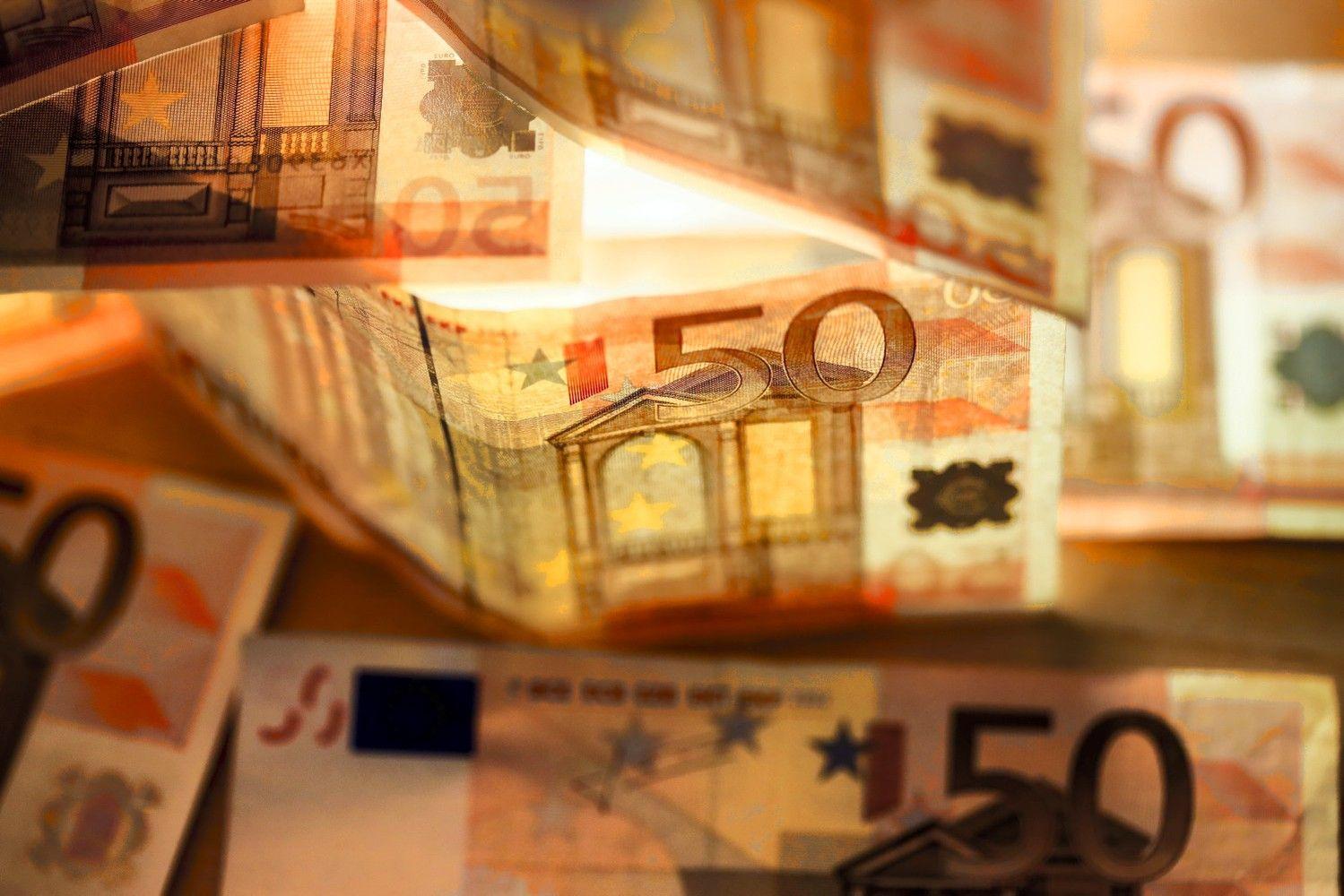 Trišalė taryba susitarė – MMA kitąmet didės iki 400 Eur