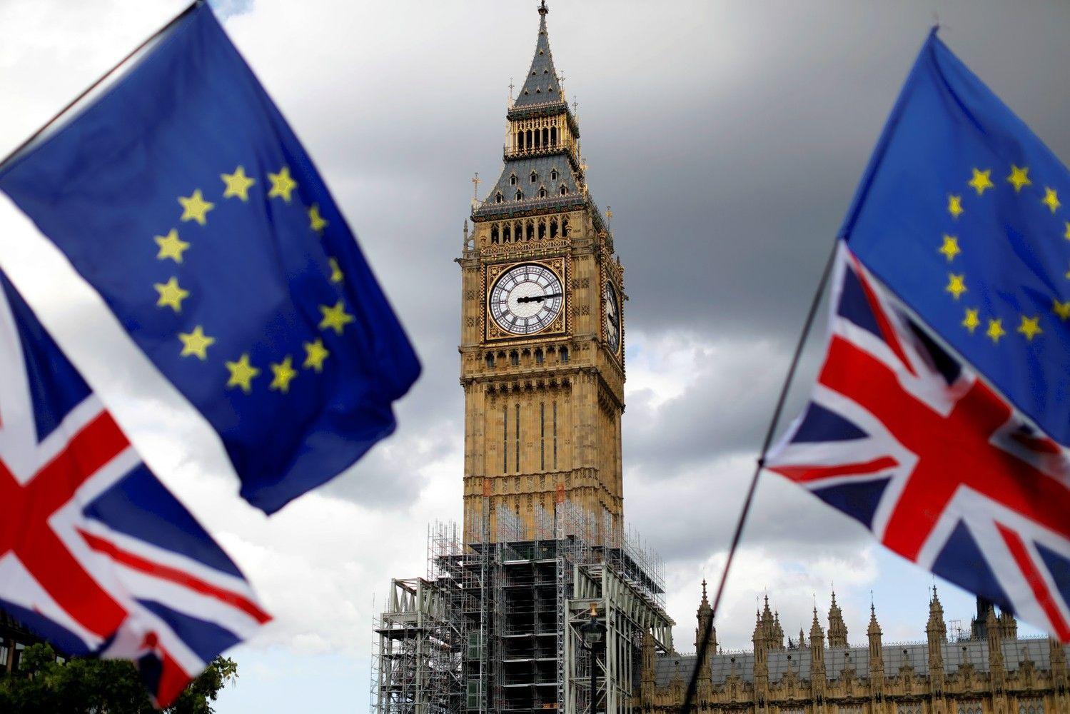"""""""Moody's"""" dėl """"Brexit"""" sumažino JK skolinimosi reitingą"""