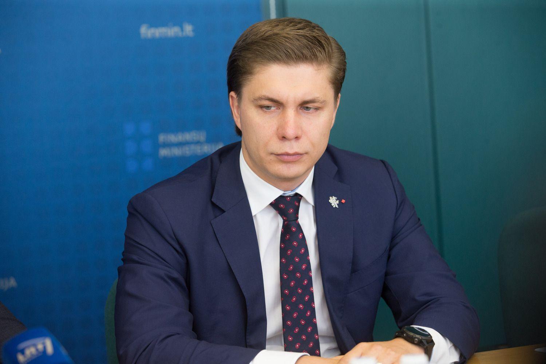 Ūkio ministras atsistatydina, teisingumo ir užsienio reikalų lieka postuose