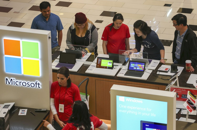 """""""Microsoft"""" atidaro pirmą išparduotuvę Europoje – greta """"Apple"""" parduotuvės"""