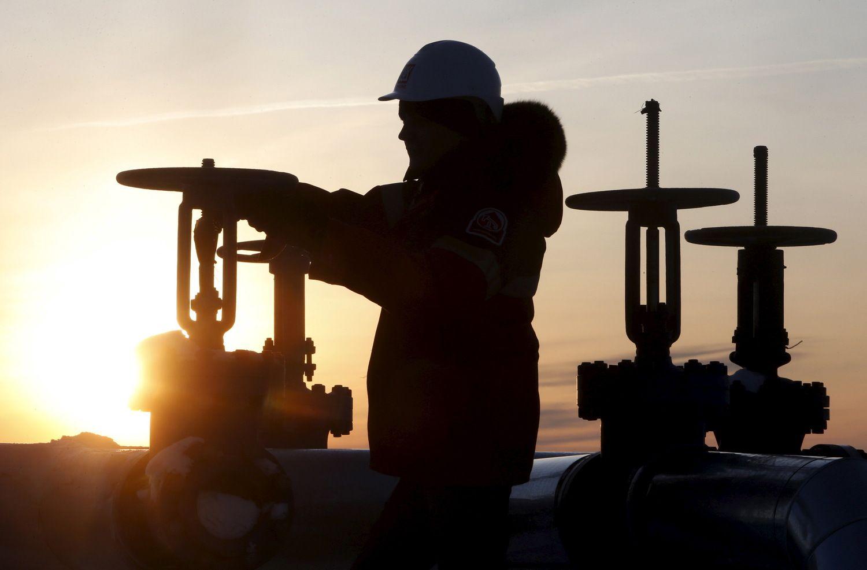 Įžvelgia naftos kainų nuosmukio galą