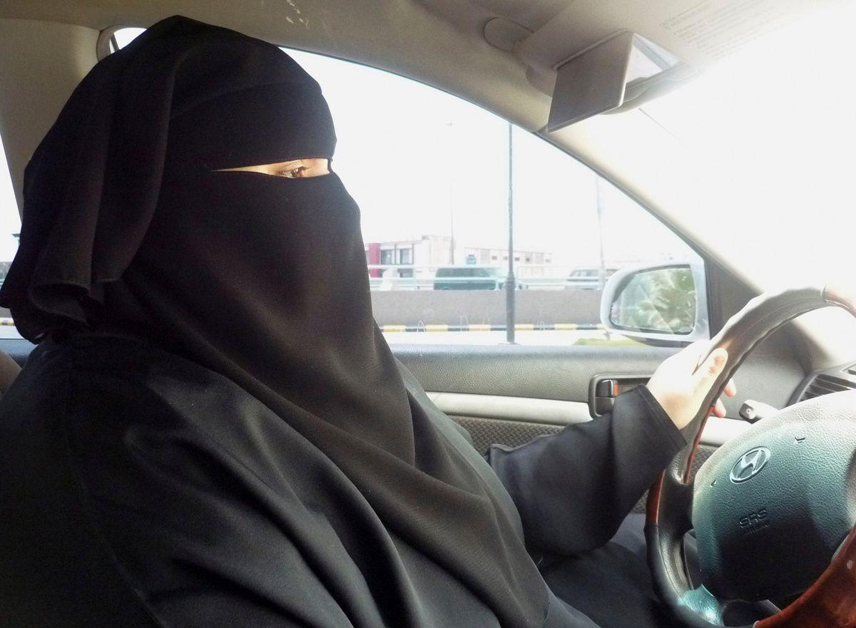 Saudo Arabijos moterims pagaliau suteikta teisė vairuoti