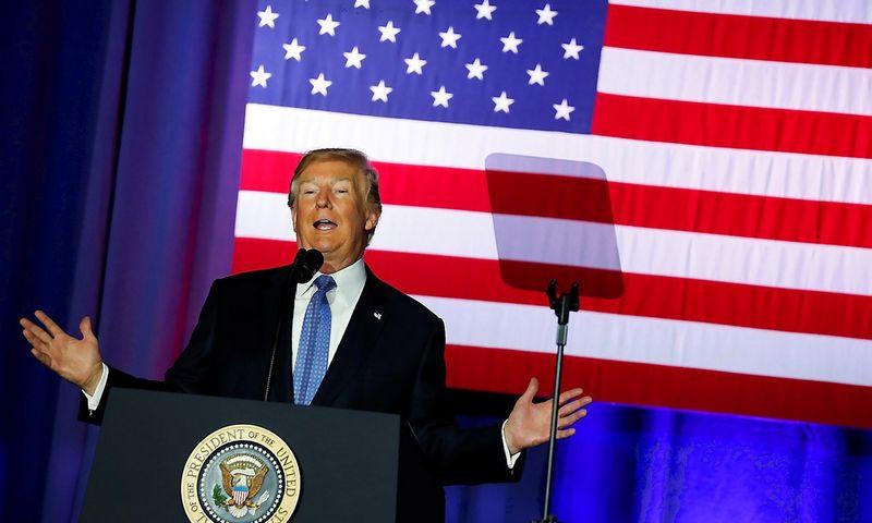 """Donaldas Trumpas, JAV prezidentas, pateikia savo mokesčių pakeitimų pasiūlymus Indianapolio mieste. Jonathano Ernsto (""""Reuters"""" / """"Scanpix"""") nuotr."""