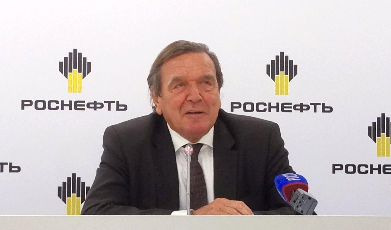 """Buvęs Vokietijos kancleris oficialiai tapo """"Rosneft"""" valdybos nariu"""