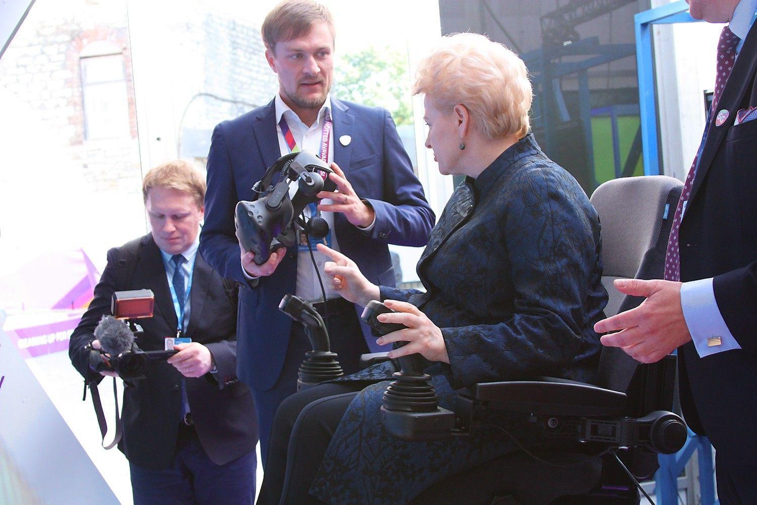 """""""Telia"""" 5G technologiją išbandė ir Grybauskaitė"""