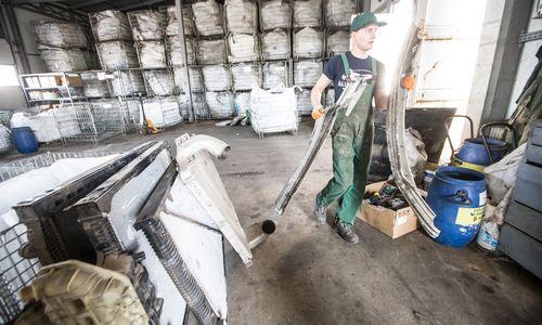 Atliko pirmą pavojingų atliekų sekimo eksperimentą: net 60% netvarkomos
