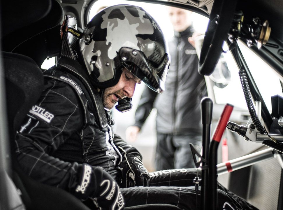 Saugumas ralio automobilyje prasidedanuo lankų, baigiasižiūrovų pagalba