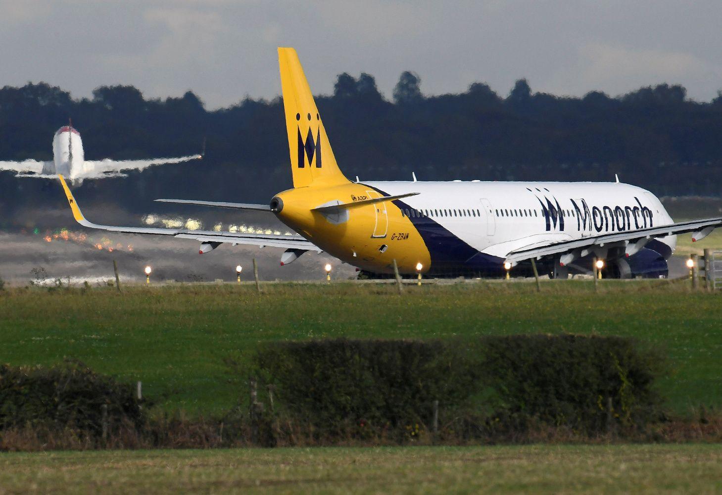 """""""Monarch Airlines"""" stabdo veiklą, namo grįžti negali 110.000 turistų"""