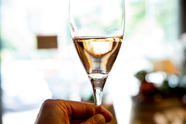 Palyginimas su kaimynais: Lietuvoje 60% didesni akcizai alui ir 2-4 kartus – vynui