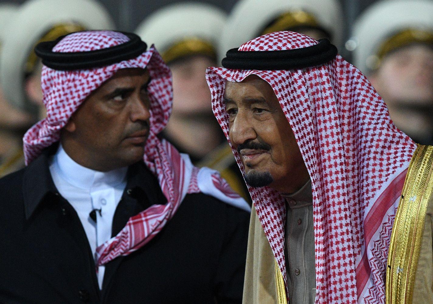 Saudo Arabijos karalius vizitui į Rusiją atsivežė 1.500 žmonių palydą