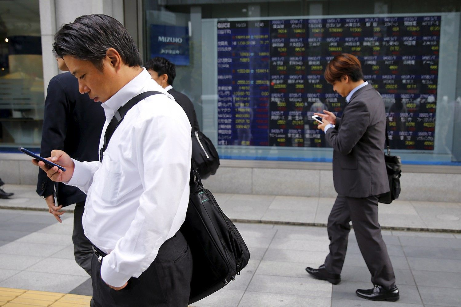 Stocks, Dollar Buoyed by Confidence in Economy: Markets Wrap