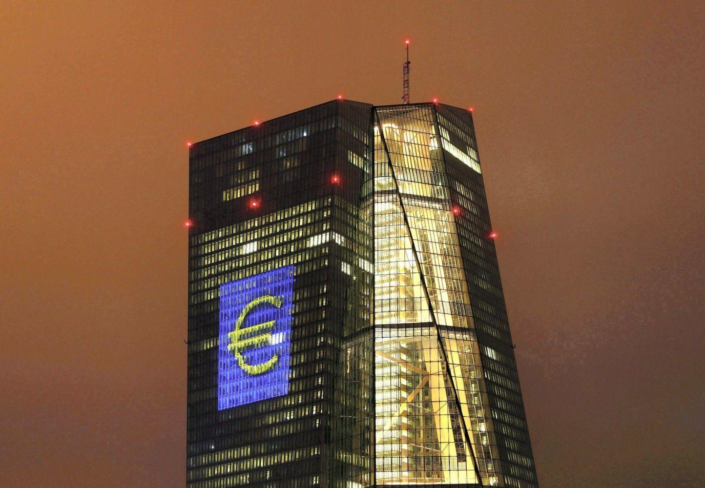 ECB tyrimas: bankai susidorotų su palūkanų šuoliais ir uždirbtų daugiau