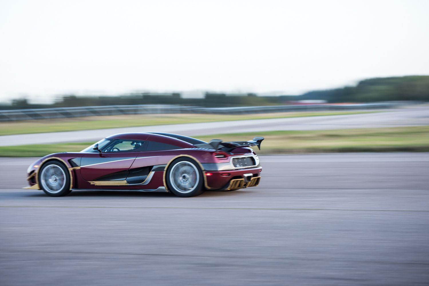 """Švedijos superautomobilių gamintojasvėl įveikė """"Bugatti"""""""