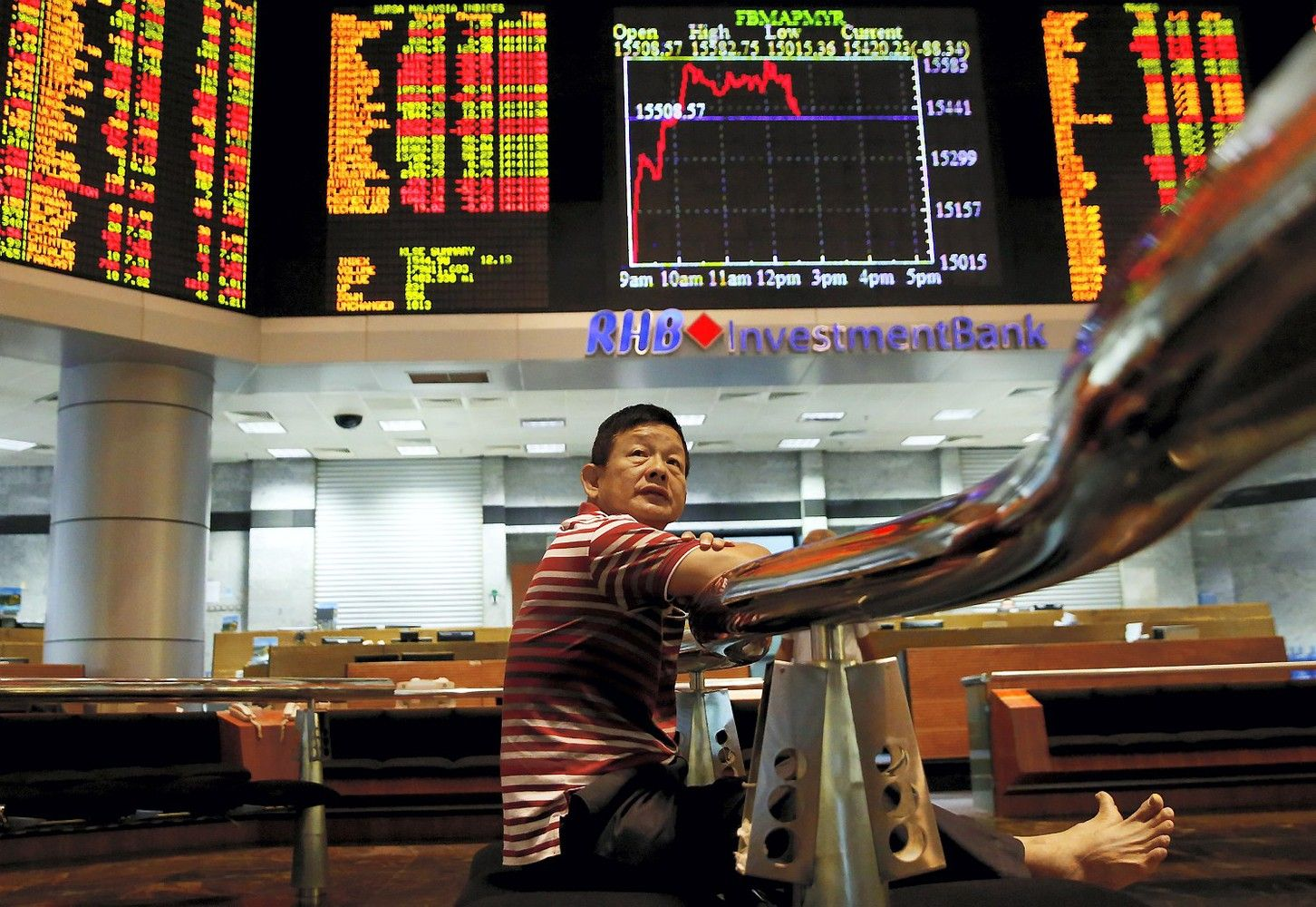 Stocks in Asia Trading Mixed; Dollar Declines: Markets Wrap