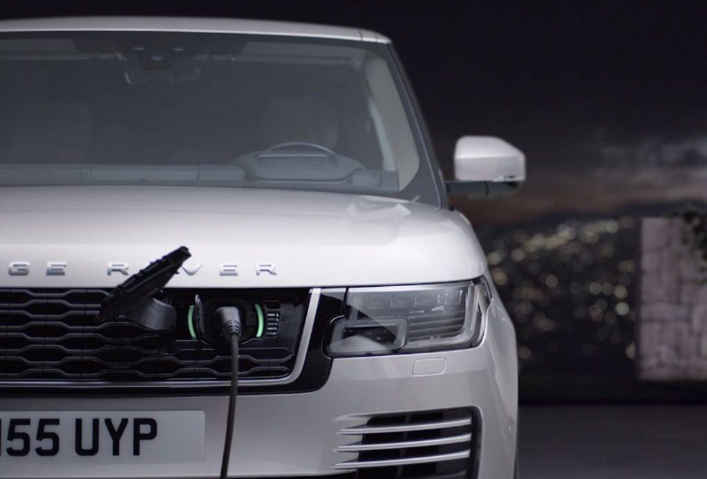 """Britaiišleidžia hibridinį """"Range Rover"""" visureigį"""
