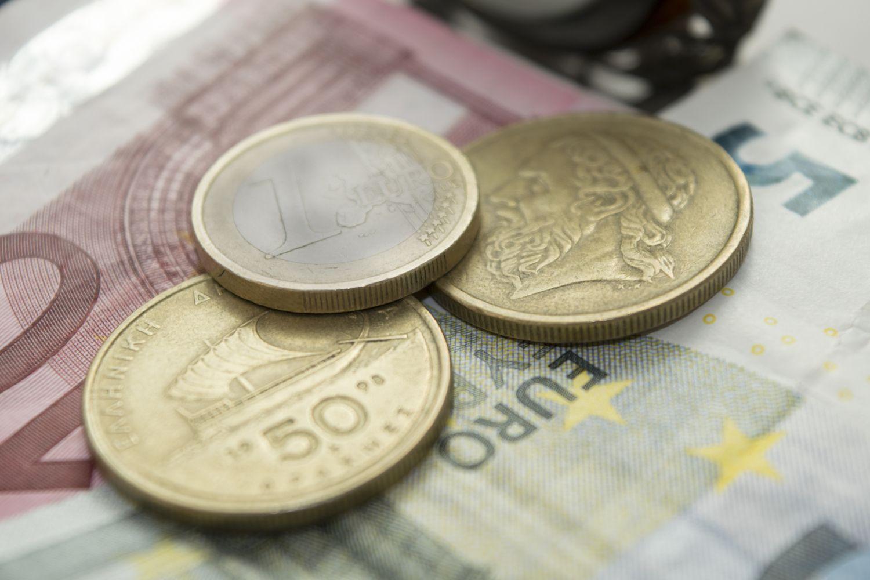 Vyriausybė patvirtino: kitąmet MMA didėja iki 400 Eur