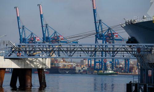 Klaipėdos uosto krovos kreivė kyla, bet verslą džiugina ne tai