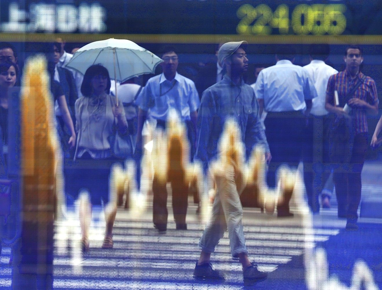 Dollar Snaps Four-Week Rally as Stocks Consolidate: Markets Wrap